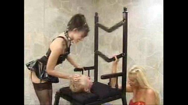 Порно унижение мужчины сидя на лице