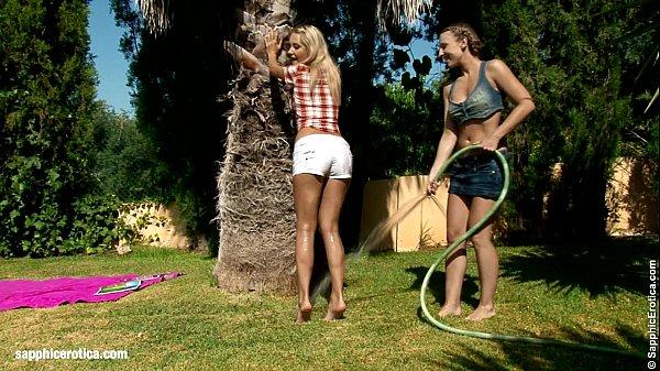 Порно соблазнила садовника