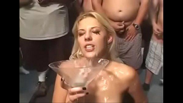 Порно спустили ведро спермы