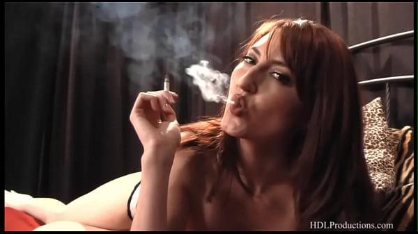 Порно актриса татуировка сердечка на лобковой части