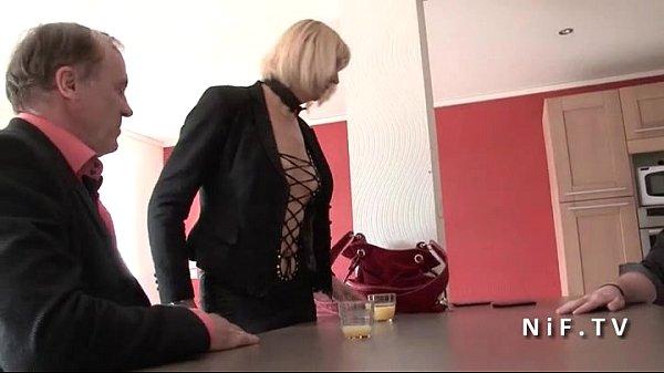 Порно видео задрал юбку показала пизда сиски