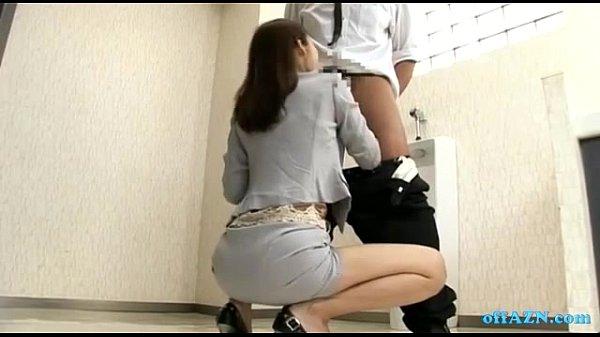 Сосет член профессионал порно