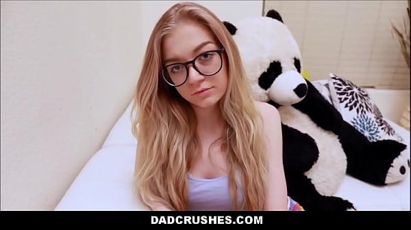 Секс молодой блондинки с мех машиной видео