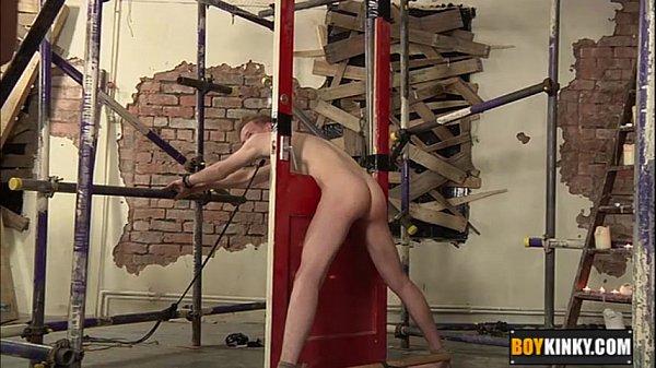 Начальник трахает бедного таджика порно гей