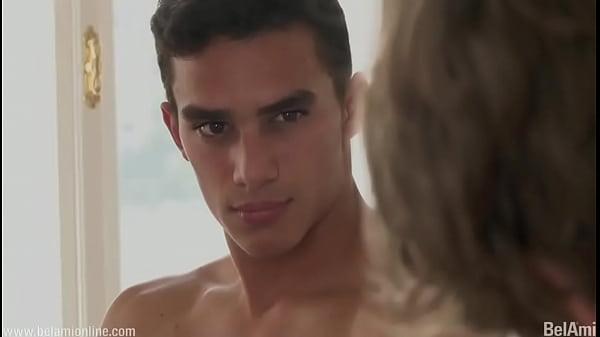 Порно онлайн геи крутит жопой перед камерой