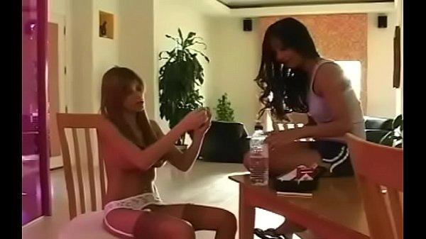 Порно где женщина курит пиздой