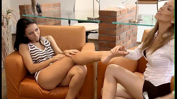 Голые девчонки лесбиянки онлайн
