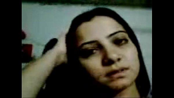 Ghazala Memon Showing her body.