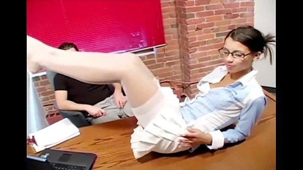 Мужина занимается сексом с секритаршой в чулках