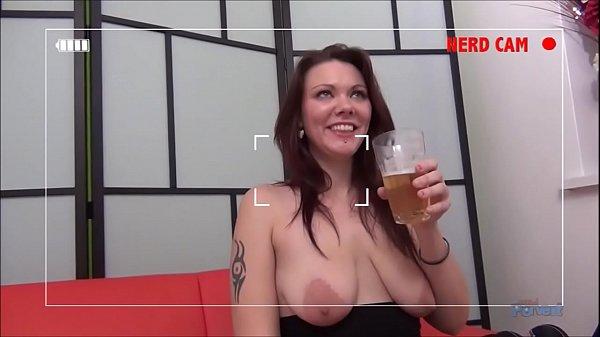 Жестко заставила девушку отлизать до оргазма