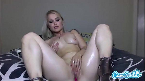 Blonda Sexy Se Masturbeaza Pentru Iubitul Ei Plecat In Afara