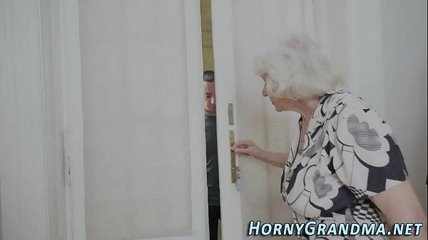 Зрелых бабушек очень жестко ебут