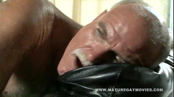 Крутая гейская жопа на члене