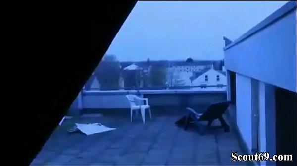 Deutsche MILF schnappt sich Nachbars Jungen zum Ficken thumbnail