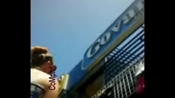 Надевает ртом гондон видео