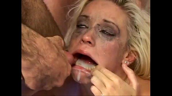 Девушка блюет во время минета