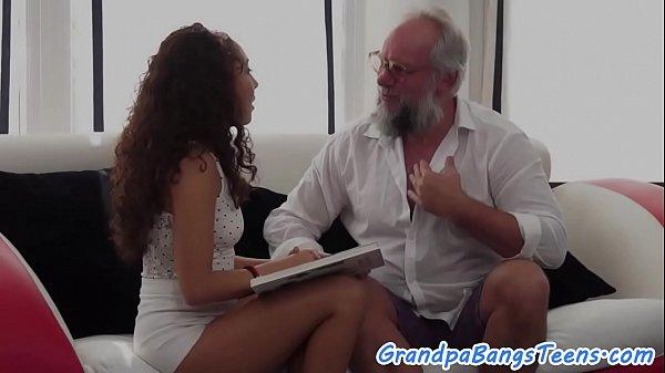 Секс молодые первый раз целки