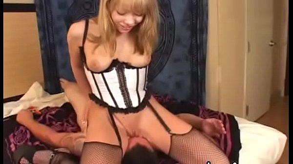 Унижение брюнетки видео порно
