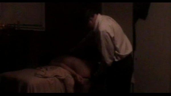 Домашнее порно скрытой камерой папы и дочки