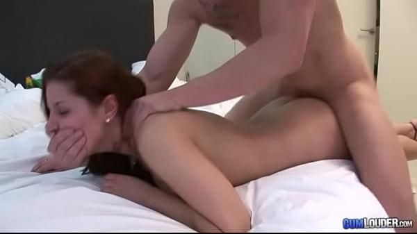 Обучает учениц порно