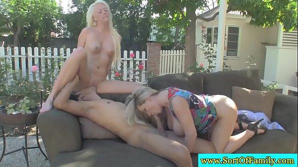 Порно видео лесби в ресторане непристойный сексъ