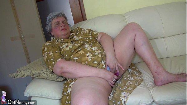 Видео толстый волосатый мужик мастурбацией занимаетсч