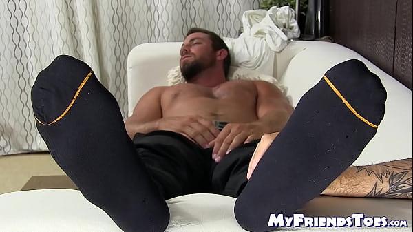 2019-01-12 16:53:40 - Young gay freak worships sleeping guys feet way too much 8 min  HD+ http://www.neofic.com