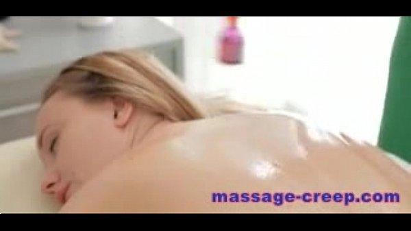 Мужики сосут груди и пизду порно