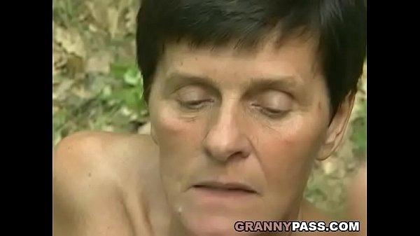 Бабки в лесу секс