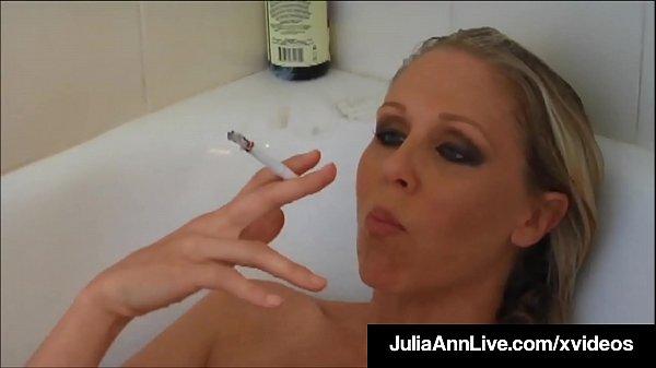 4bfee93ee01e9723e1695cc56a70f548.8 Busty Blonde Milf Julia Ann Smokes Her Cigs Soa...