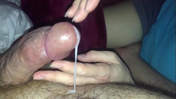 В конце секса забрызгал спермой свою девушку