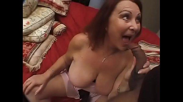 Молодые лесбиянки трахнули зрелую бабу