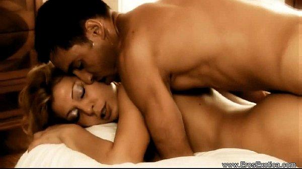 Жаркие интимные развлечения с белокурой подругой
