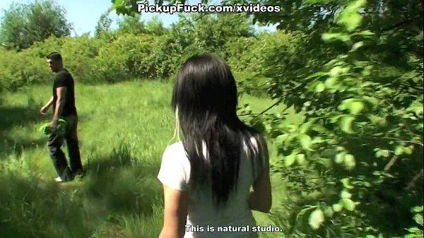 Русские девушки писиют в кустах