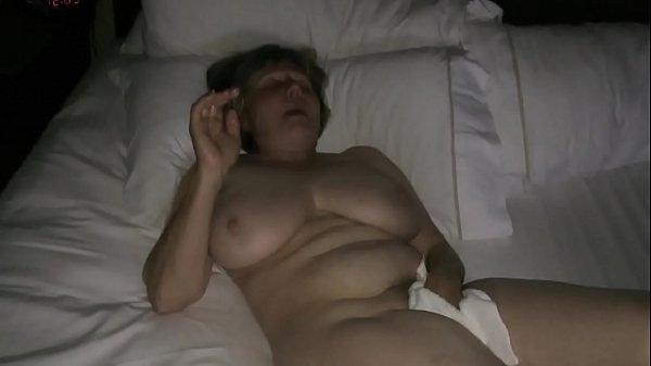 Переодевалась мама я подсматривал порно