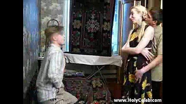 Русская мамочка трахает друга своего сына