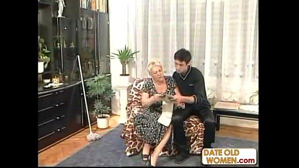 Порно внучка соблазнила бабушку