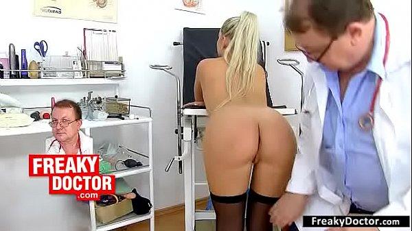 Осмотр гинеколога со студентами порно