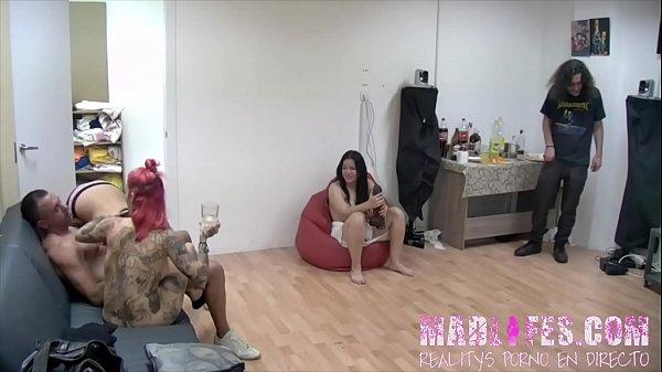 Salva, Yemaya y Alba se montan una pequeña fiesta entre ellos