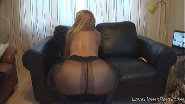 Порно в черных колготках дома