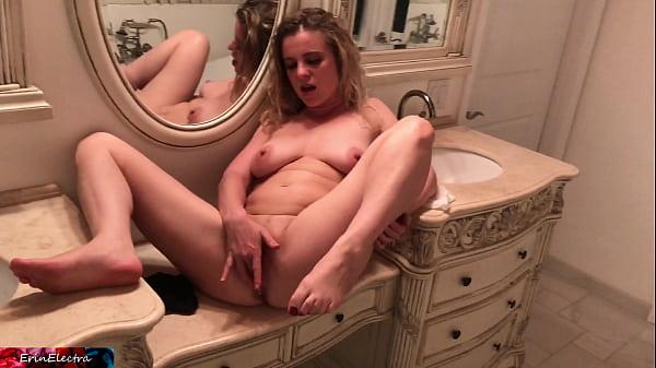 O Tarfa Se Fute Cu O Actrita Porno Care E Surprinsa Cand Ejaculeaza In Ea
