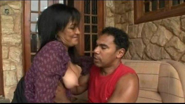 Жена дрочит своему мужу