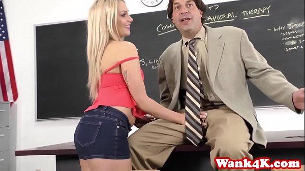 Секс видио девушка перви раз стрелка