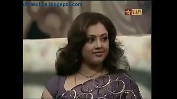 Meena Exhibiting Her Deep Navel In Stage