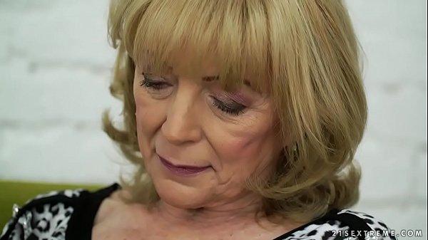 Порно с русской блондинкой в возрасте