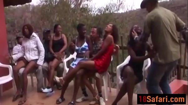 Страстные девушки насаживаются своими попами на большие члены