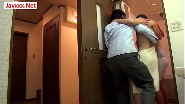 Жену трахают муж и любовника порно домашнее