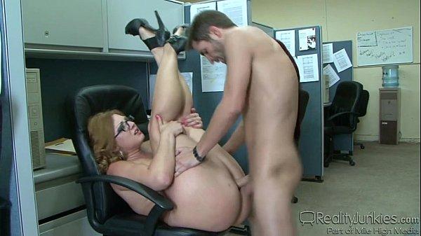 Image Sexo En La Oficina Con Esta Compañera Gorda y Culona