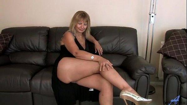 Секс фото трахнул блондинку дома в попу