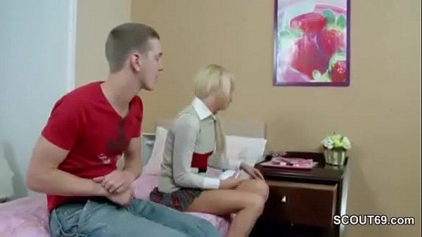 Порно видео сестра соблазнила маленького брата